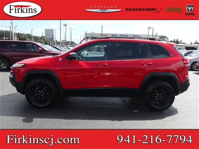 Pre-Owned 2017 Jeep Cherokee Trailhawk